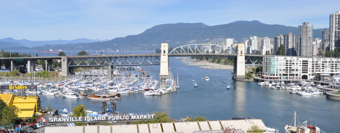 Vancouver_-_Burrard_Bridge_from_over_Granville_Island_01